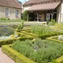 st_andre_medieval_garden2