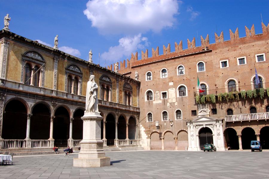 Piazza dei Signori Verona, picture by Lo Scaligero